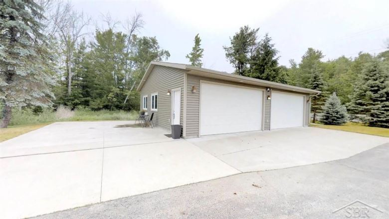 1369 E Houghton Lake Dr, Houghton Lake, MI 48629