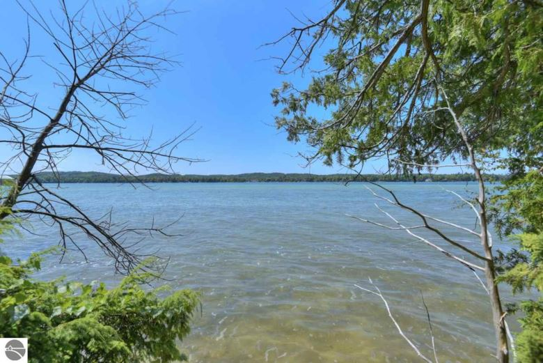 1337 N Sunset Shores Drive, Lake Leelanau, MI 49653