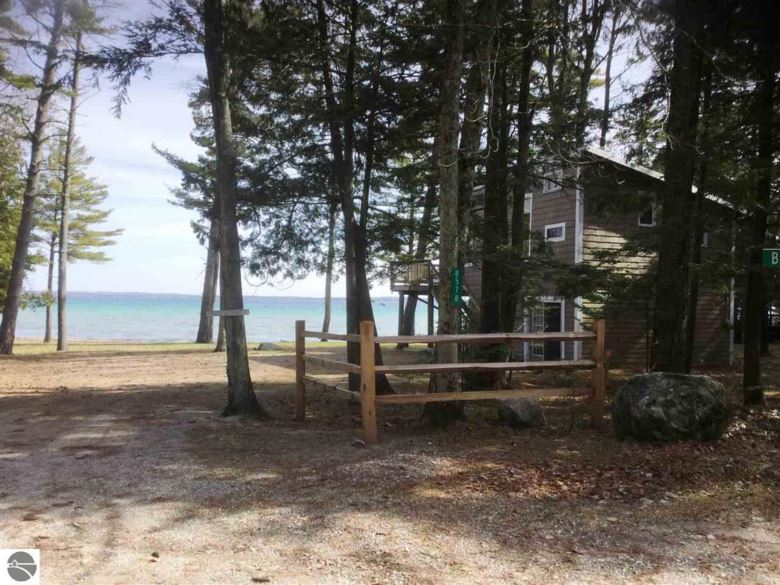 8578 N Bayview Avenue, Northport, MI 49670
