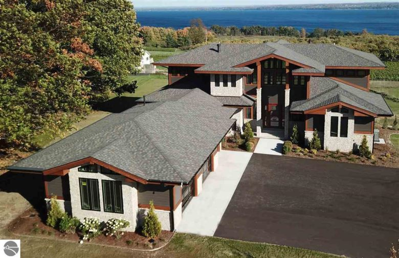 385 Chestnut Ridge, Traverse City, MI 49686
