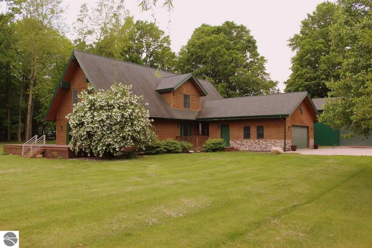 8481 W Watergate Road, Lake City, MI 49651