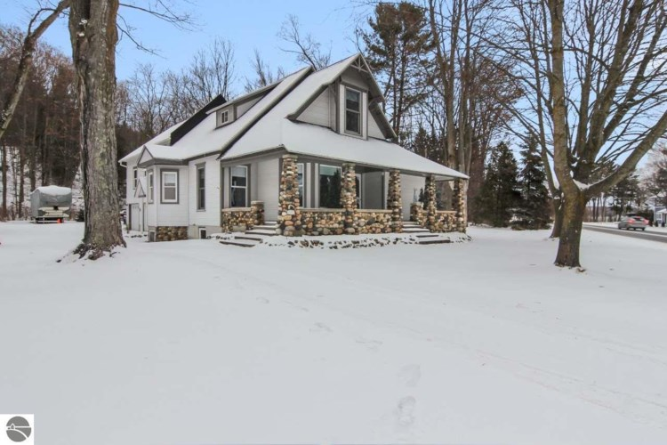 10966 S West Bayshore Drive, Traverse City, MI 49684