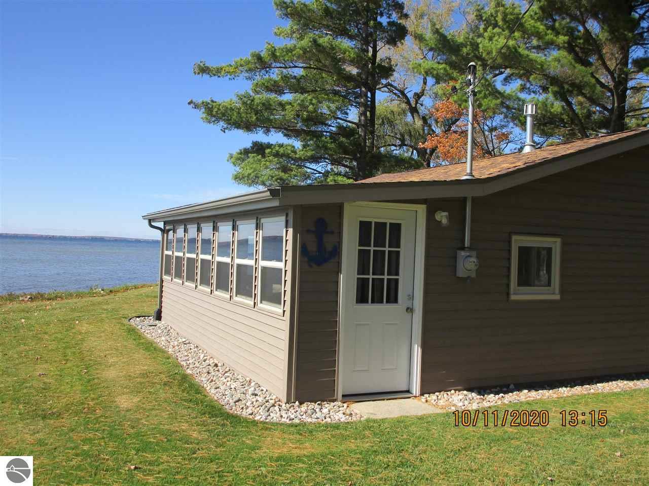 472 McDonald Drive, Houghton Lake, MI 48629