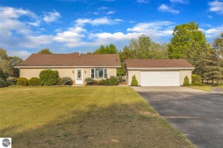 6814 N Winans Road, Alma, MI 48801