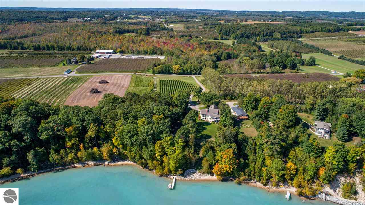2795 S Lee Point Road, Suttons Bay, MI 49682