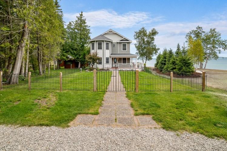 1058  Lakeside Drive, Mackinaw City, MI 49701