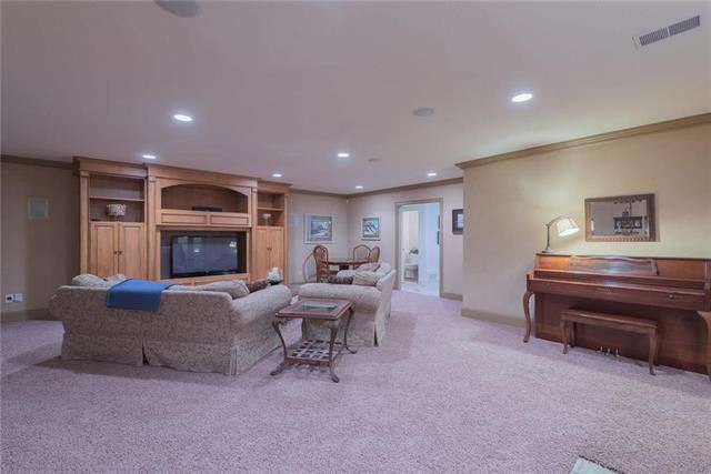 6080  Union Chapel Road, Parkville, MO 64152