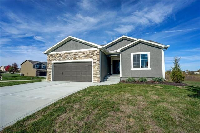 1116 SW Hawthorn Circle, Oak Grove, MO 64075