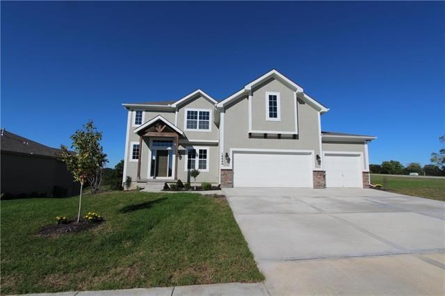 14440  Thousand Oaks Place, Parkville, MO 64152