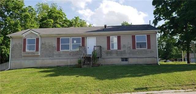 821 Lincoln Avenue, Osawatomie, KS 66064