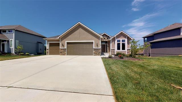 806 Canyon Lane, Lansing, KS 66043