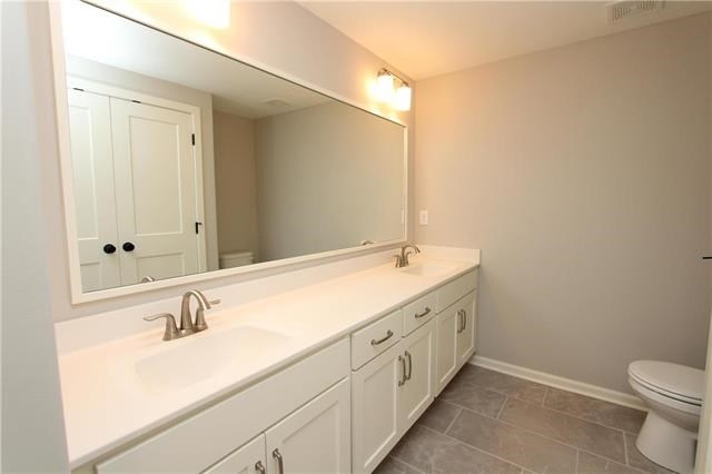 13803  Clear Creek Drive, Parkville, MO 64152