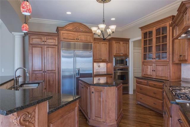 8153  Clearwater Point, Parkville, MO 64152