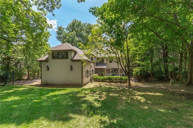 2300  Drury Lane, Mission Hills, KS 66208