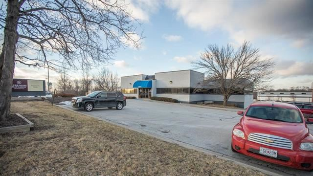 2307 S Outer Road, Blue Springs, MO 64015