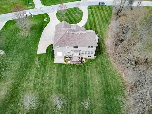 910 SE Willow Place, Blue Springs, MO 64014