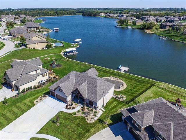 1116  Lakecrest Circle, Raymore, MO 64083