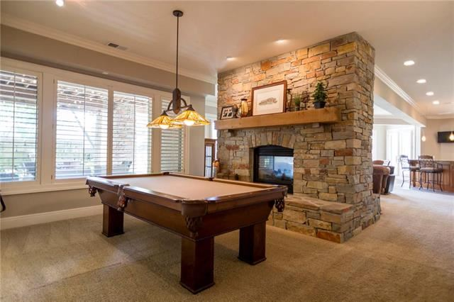 6423 N National Drive, Parkville, MO 64152