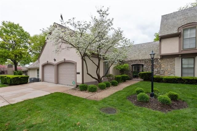 7917  Bristol Court, Prairie Village, KS 66208
