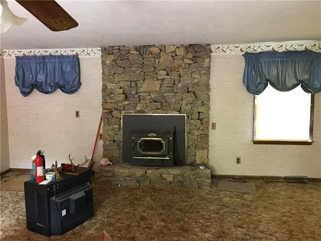 8815 S Shrout Road, Grain Valley, MO 64029