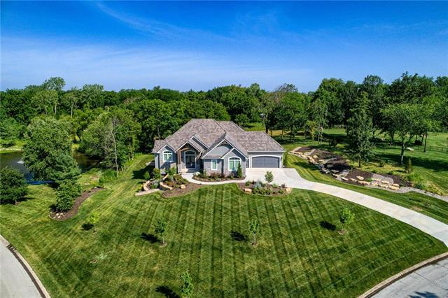 4712 NW Canyon Circle, Lee's Summit, MO 64064