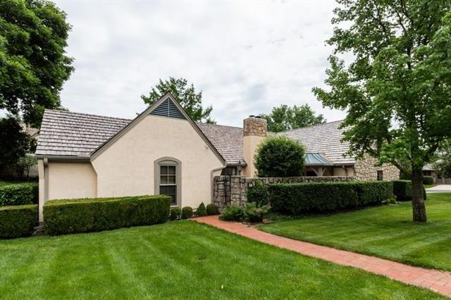 37 Coventry Court, Prairie Village, KS 66208
