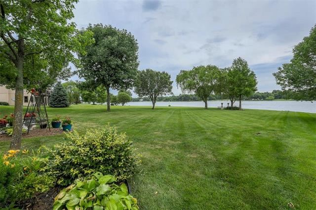 4541 SW Gull Point Drive, Lee's Summit, MO 64082