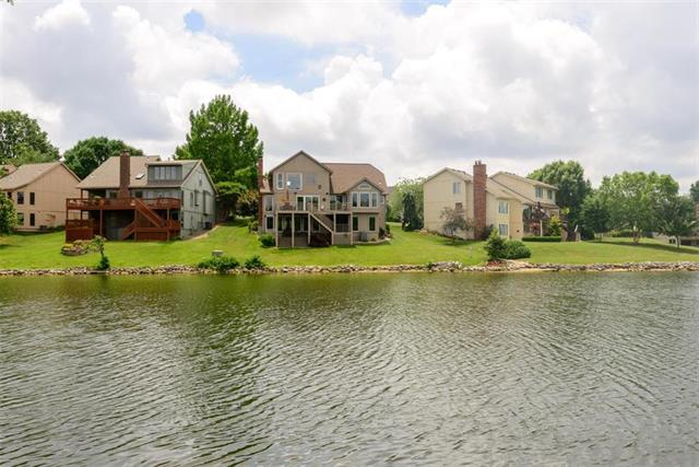 102 NE Wood Glen Lane, Lee's Summit, MO 64064