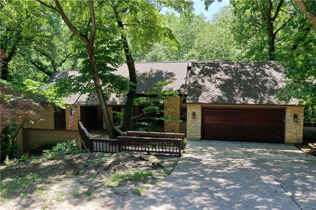 5220 NW Bluff Drive, Parkville, MO 64152
