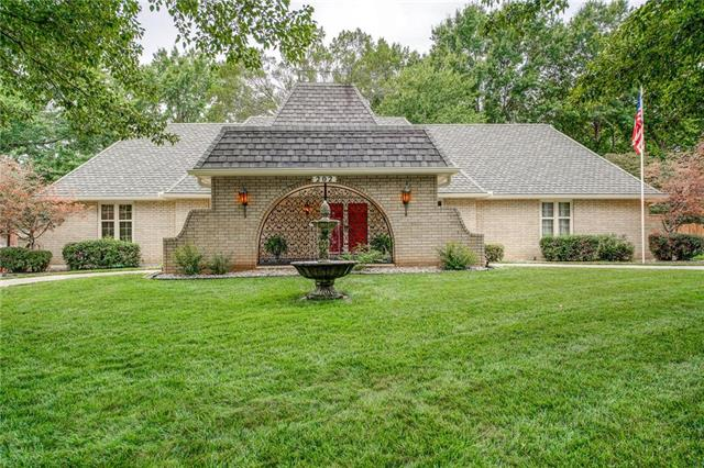 202 NW Hillcrest Lane, Lee's Summit, MO 64063