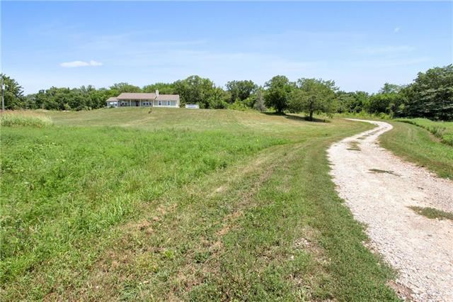 25372  Metro Avenue, Tonganoxie, KS 66086