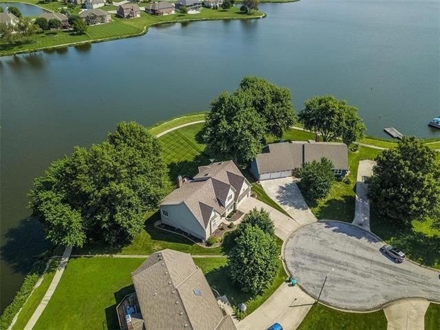 5030  MALLARD Point, Lee's Summit, MO 64082