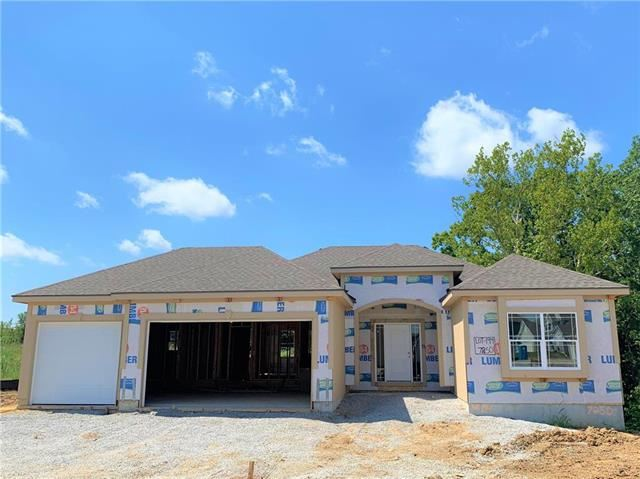 7250 NW Clore Drive, Parkville, MO 64152