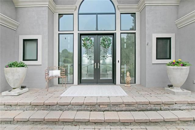 10500  River View Point, Parkville, MO 64152