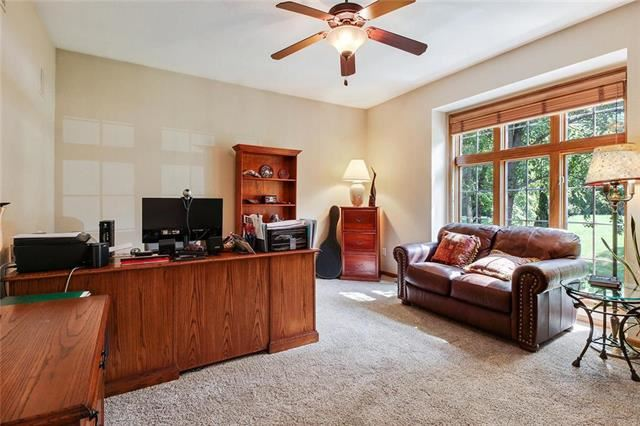 4301 SE Willow Place Court, Blue Springs, MO 64014