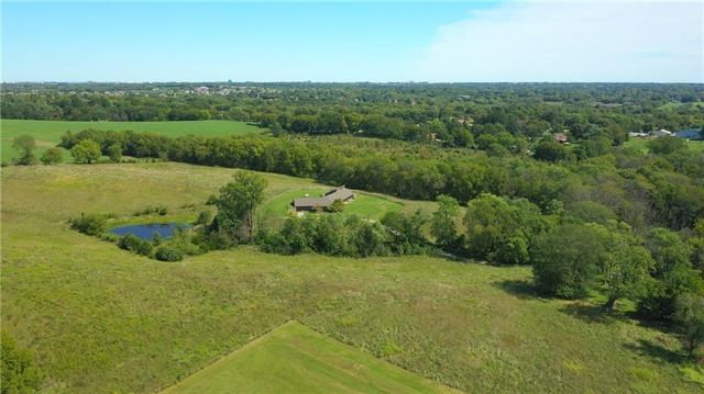 12500 N Crooked Road, Parkville, MO 64152