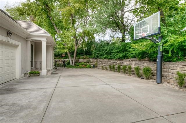 2908 W 113th Street, Leawood, KS 66211