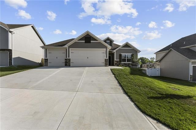 1292 NW Lindenwood Drive, Grain Valley, MO 64029