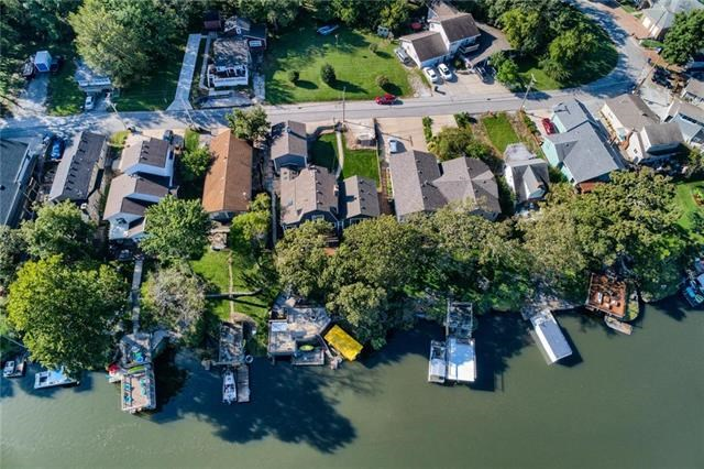 22  Beach Drive, Lake Tapawingo, MO 64015