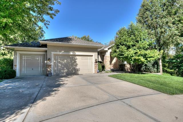 10429 NW River Hills Place, Parkville, MO 64152