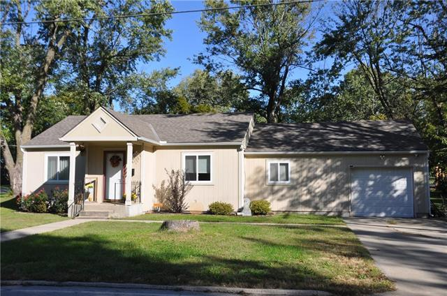 106 NW Orchard Drive, Lee's Summit, MO 64063