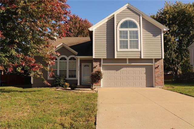 2520 SE Winchester Drive, Lee's Summit, MO 64063