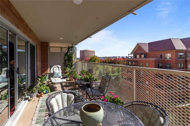 310 W 49th Street Unit 903, Kansas City, MO 64112