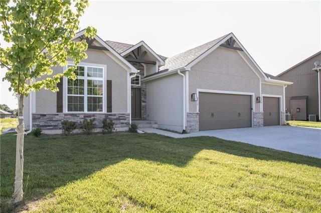 2710 SW Shrout Creek Circle, Blue Springs, MO 64015