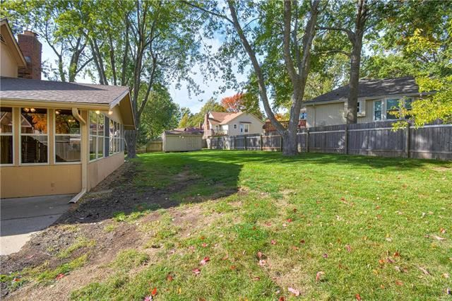 901 NW Chestnut Circle, Blue Springs, MO 64015