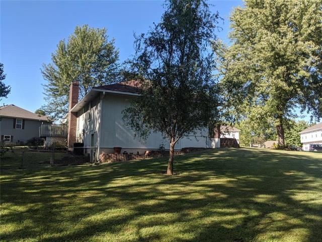 4 SE 140 Road, Warrensburg, MO 64093
