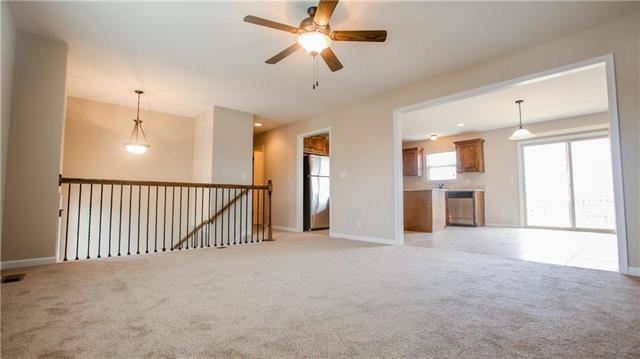 1008 SW Whitetail Drive, Oak Grove, MO 64075