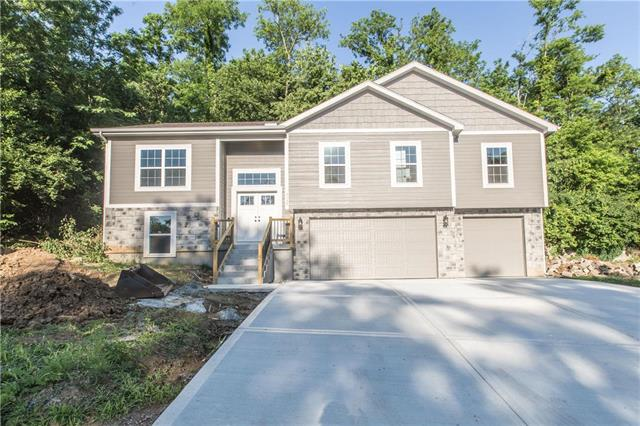5660 NW Heritage Hill Road, Parkville, MO 64152