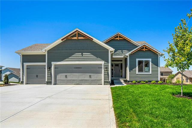 2942 SW Arbor Tree Drive, Lee's Summit, MO 64082