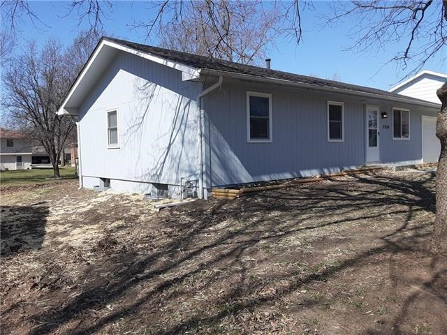 2004  Willow Street, Higginsville, MO 64037